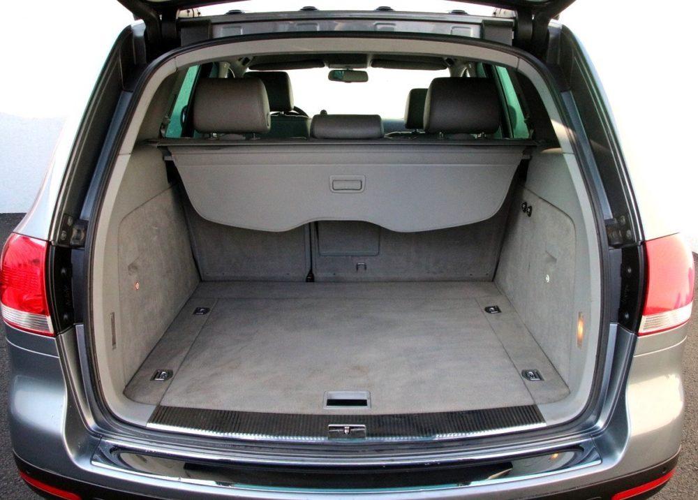 Volkswagen Touareg 7L zavazadlový prostor