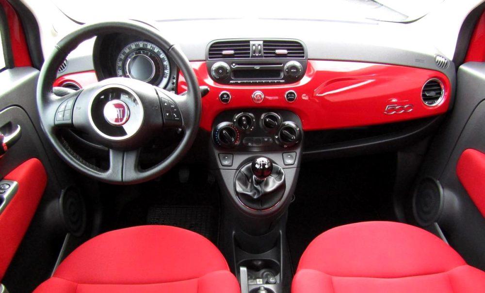 Fiat 500 interiér