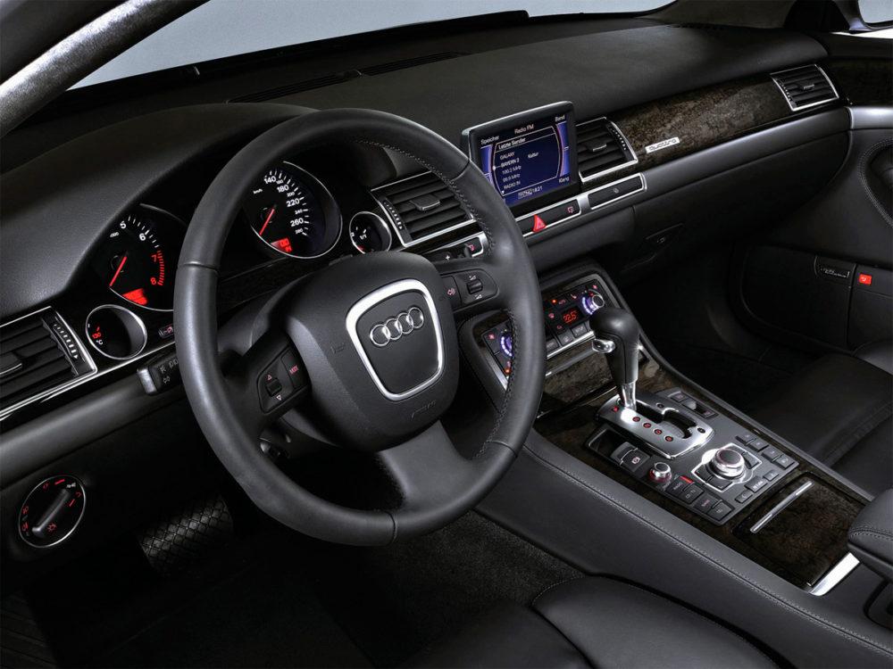 Audi A8 D3 (2002-2009) - interiér