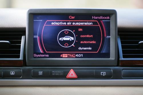 Audi A8 D3 MMI displej