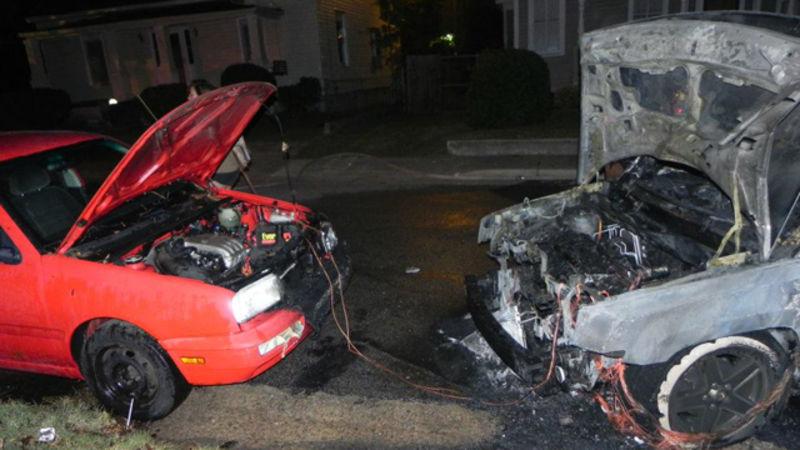 Auta shořela při špatném nabíjení autobaterie