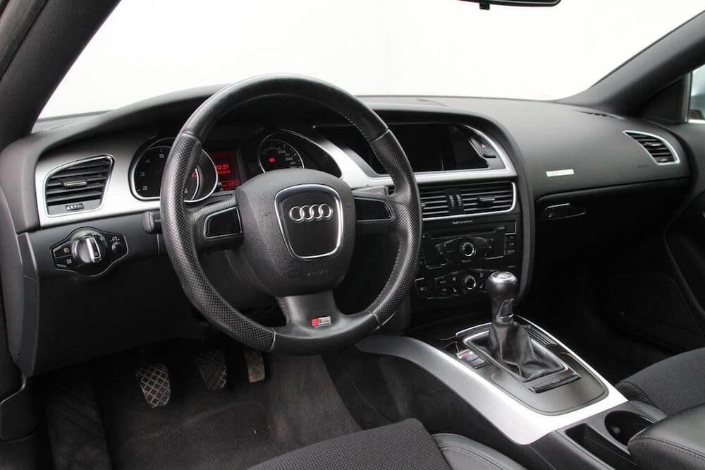 Audi A5 interiér