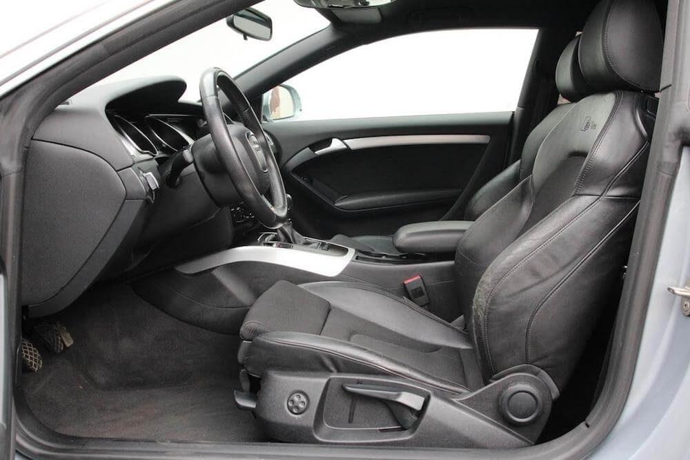 Audi A5 sedadla